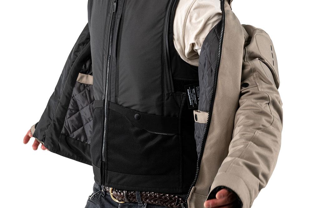 El Airscud se puede usar como un chaleco interior o como una prenda independiente