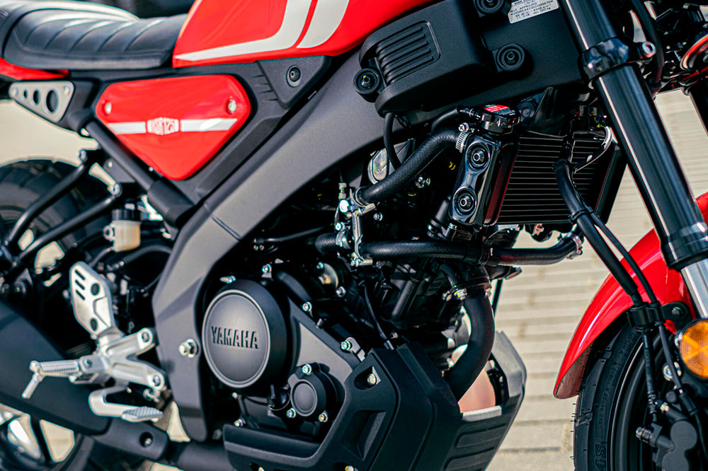 El chasis es de tipo doble viga, marca de la casa Yamaha