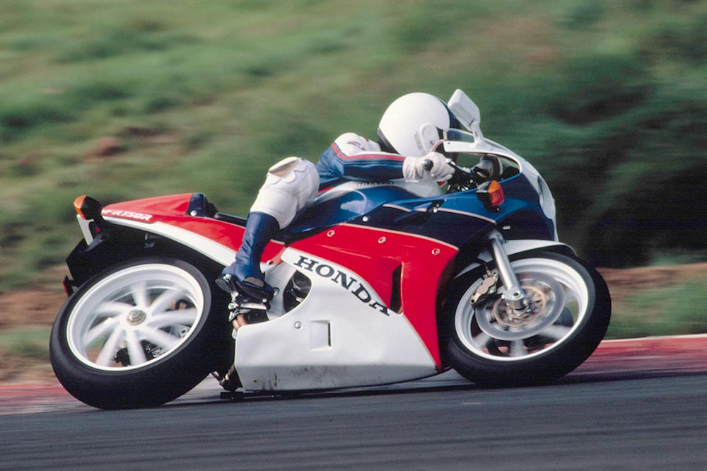 Honda demuestra con el programa RC30 Forever una enorme sensibilidad para todos los que han conservado esta clásica SBK