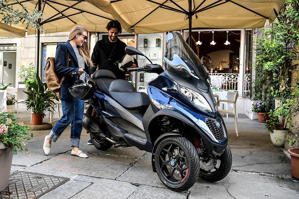 Las versiones de 400 y 500 cc. vienen de serie con el sistema de comunicación PIaggio MIA