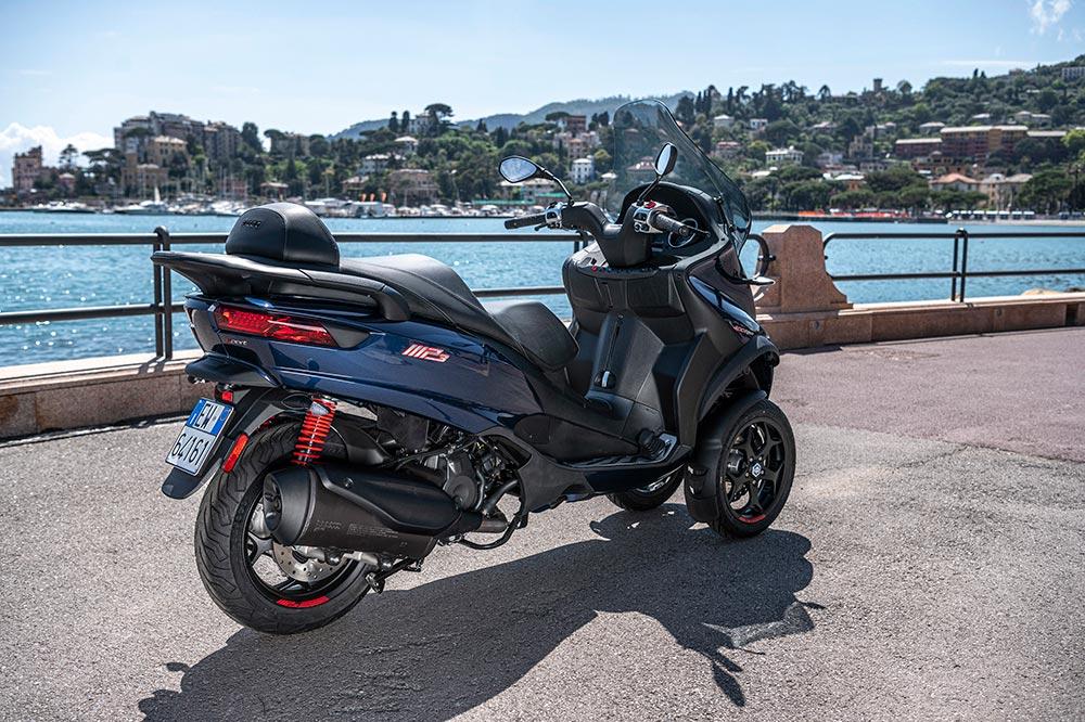 El motor de 350 cc anterior es sustituido por el nuevo de 400 cc.