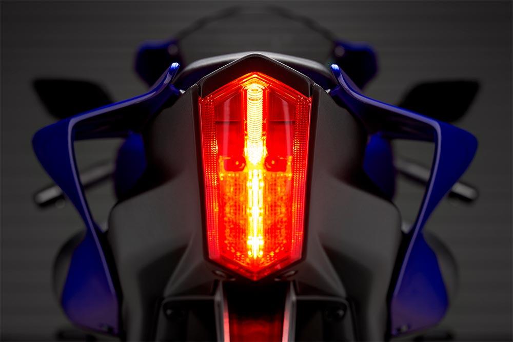 El alumbrado de la Yamaha R7 es completamente de LED