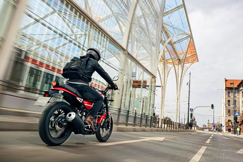 Las motos con estilo de 125 han tomado el relevo a los gustos de los años 90 de motos más deportivas y cañoneras