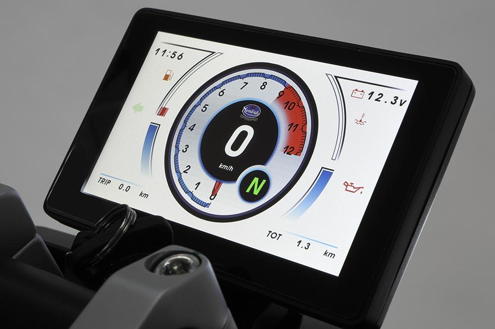 La versión más cara de al FB Mondial HPS 125 lleva este cuadro de instrumentos con pantalla TFT