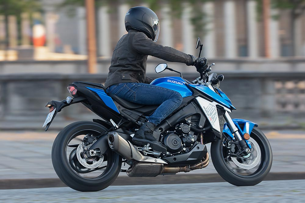 La Suzuki GSX 950S es una moto con un perfecto equilibrio entre dinamismo y facilidad de conducción