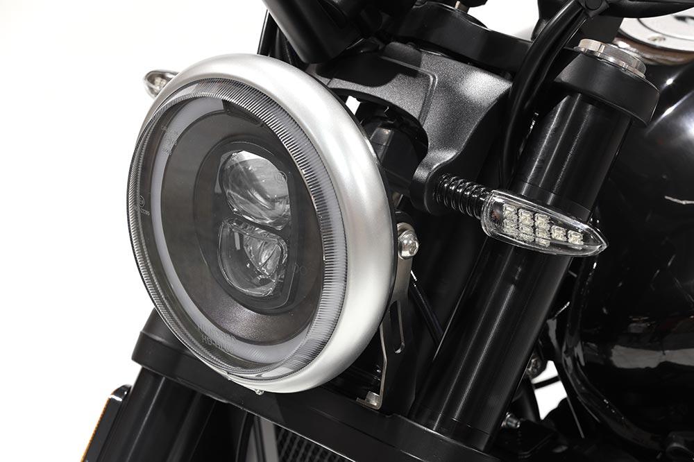 E faro delantero de la Hanway SC 125 es de corte clásico con tecnología LED