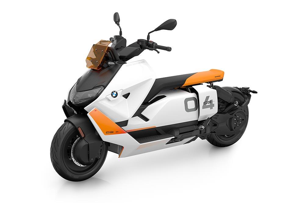 El BMW CE 04 equipa un motor eléctrico de imanes permanentes montado en el bastidor entre la batería y la rueda trasera