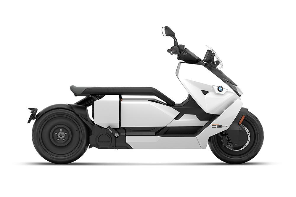 Los seguros para motos eléctricas como el BMW CE 04 son similares a los de las motos convencionales