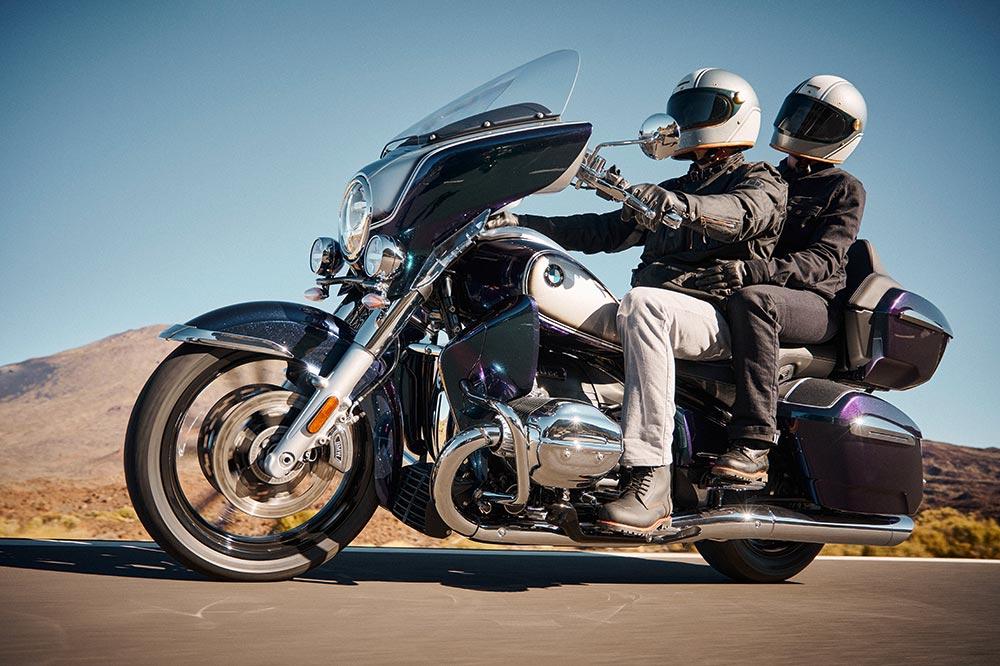 BMW completa su gama de motos touring con esta versión de la R18 con maletas y llena de equipamiento