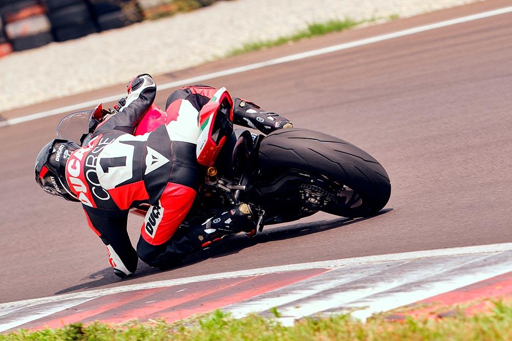 La Ducati Panigale V2 Bayliss cuenta con suspensiones Ohlins en los dos trenes