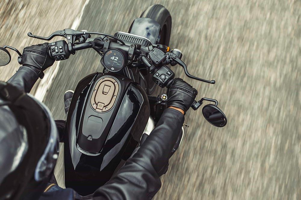 Se ha buscado hacer de la nueva Sportster una moto deportiva e inspirada en las carreras de Flat Track