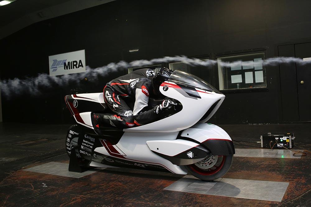 La moto eléctrica más rápida de la historia se presentó en el Circuito de Silverstone