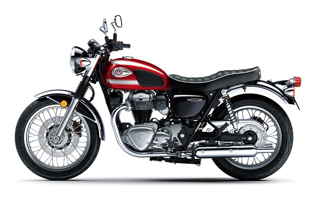 La Kawasaki W800 tiene como principal rival la Triumph Bonneville