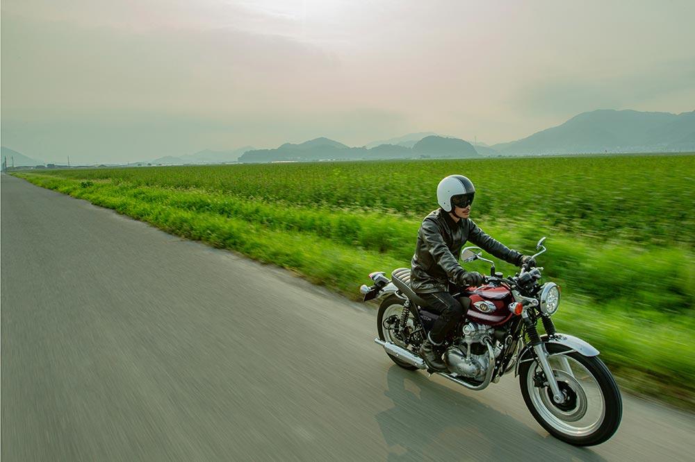 Kawasaki ha recuperado todo el espíritu de los 60 en su W800