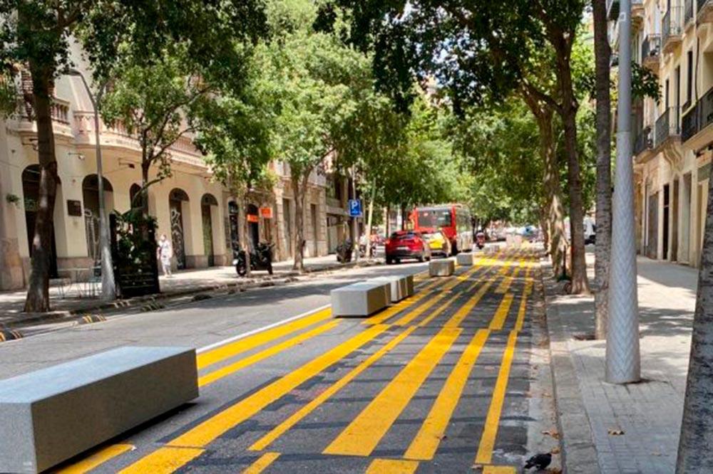 Los elementos que usan los ayuntamientos para separar carriles ponen en riesgo a motos y scooter
