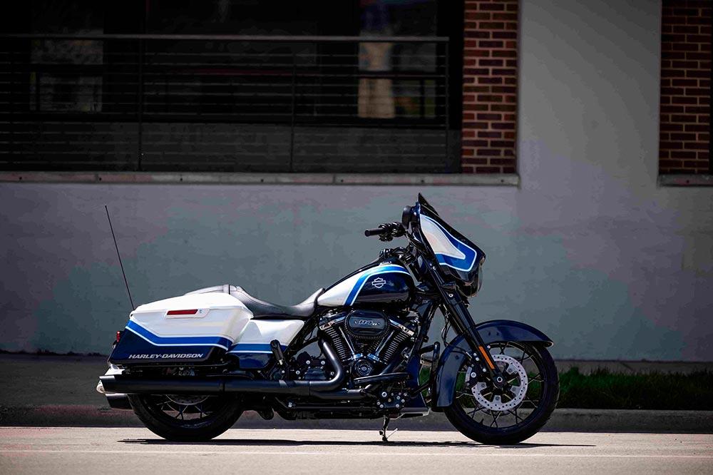 La decoración de esta Harley está hecha a mano
