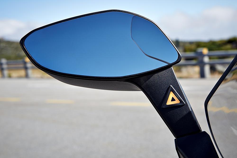 Usa los retrovisores de tu moto y conduce atento a tus ángulos muertos y a los de los coches