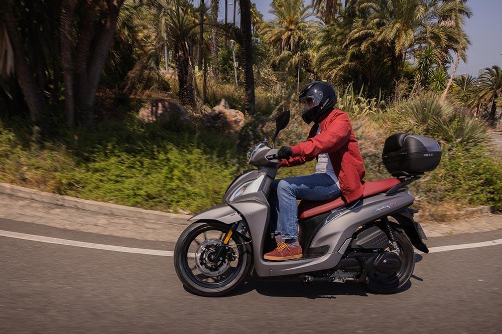 Los scooter de rueda alta son más sencillos de conducir si no tienes demasiada experiencia sobre dos ruedas