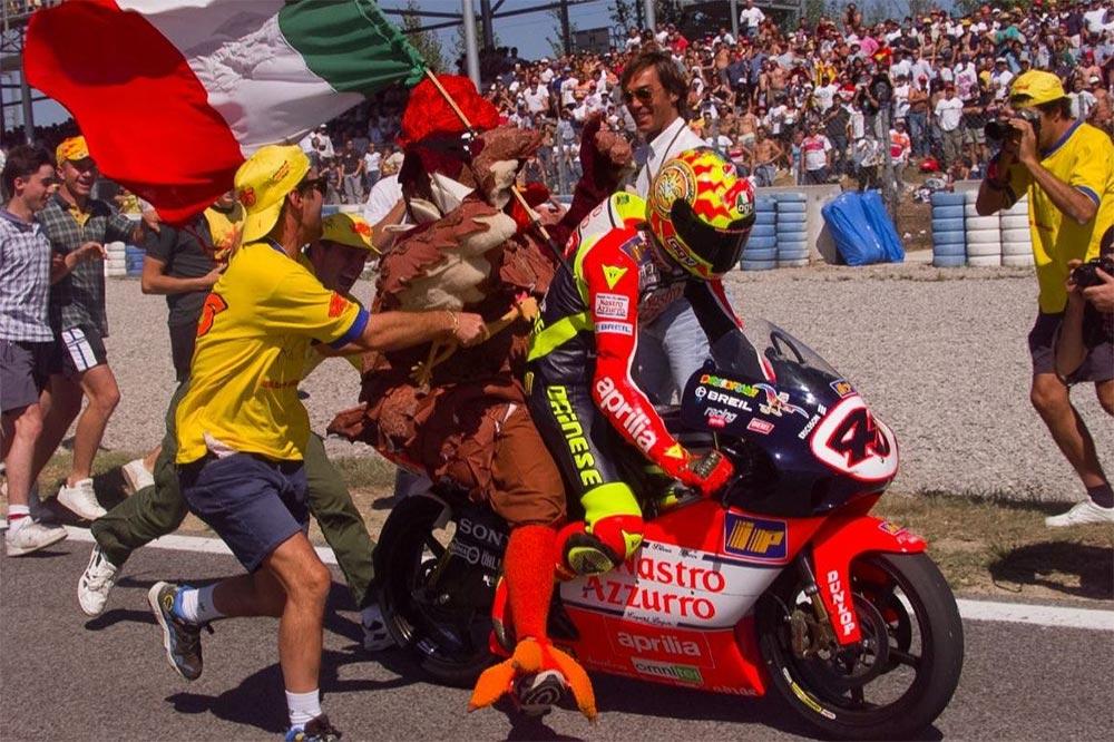 Los shows de Valentino los esperábamos todos, aquí tras el título de 250