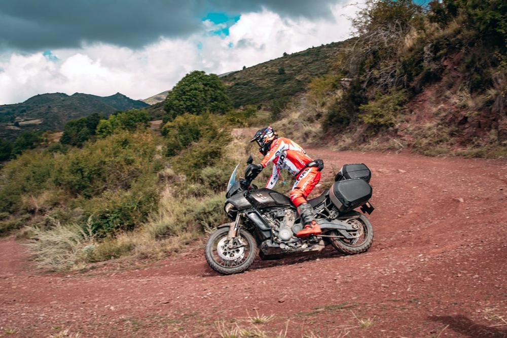 Harley Davidson Pan America y Joan Pedrero