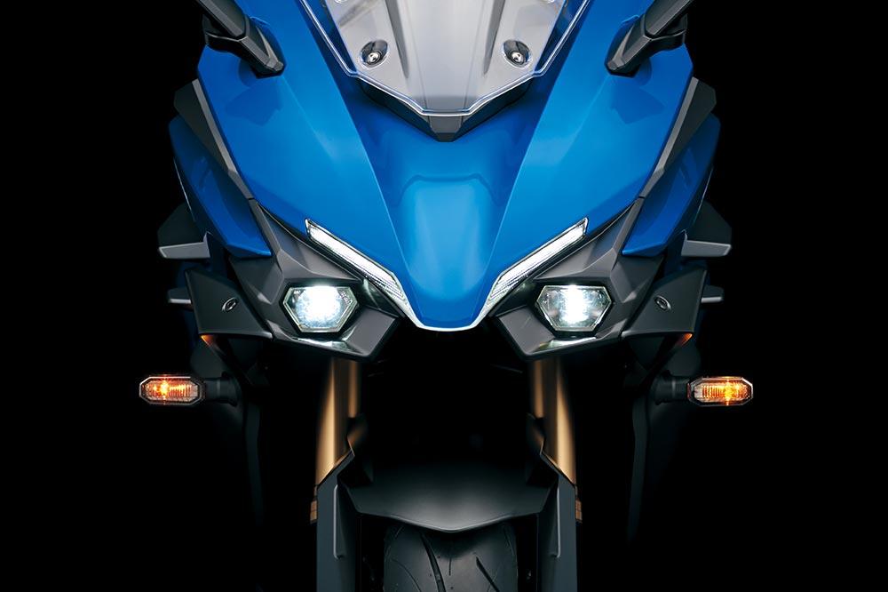 El frontal de la Suzuki GSX S 1000 GT es muy llamativo, con iluminación completamente de LED