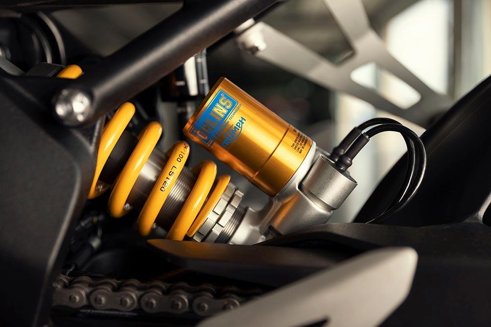 Triumph ha contado con lo mejor de Brembo y Ohlins para los frenos y suspensiones de su Speed Triple RR