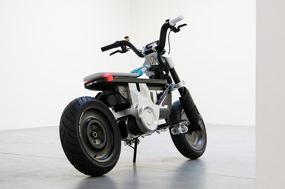 BMW ha presentado su CE 02 como un boceto de lo que podría ser la futura moto urbana eléctrica
