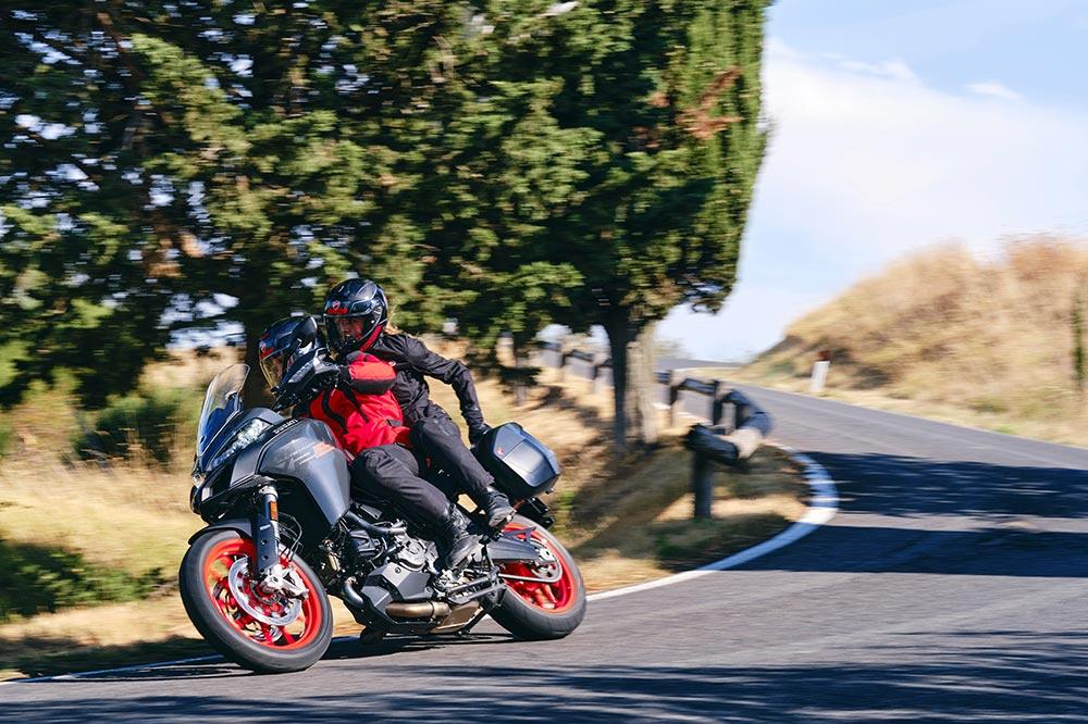 La Ducati Multistrada V2 es más polivalente que la V4
