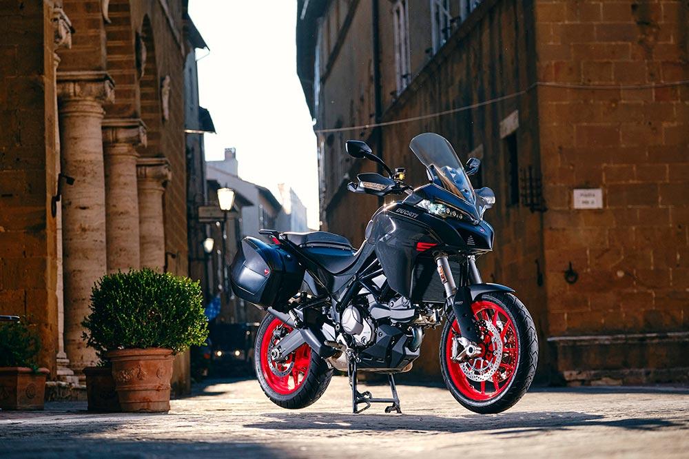La Ducati Multistrada V2 viene bien armada de ayudas electrónicas